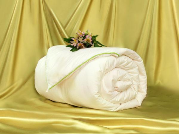 Шелковое одеяло Classic 140/205 (среднее) OnSilk (ОнСилк)
