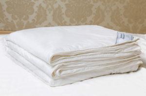 Шелковое одеяло 150/200 Luxe Dream Premium (всесезонное в съемном чехле)