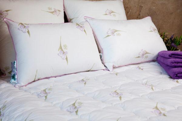 Подушка бамбук Nature`s (Натурес) «Радужный Ирис» средняя